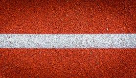 Τρέχοντας διαδρομή με την άσπρη λαστιχένια σύσταση γραμμών Τοπ λάστιχο άποψης Στοκ Εικόνα