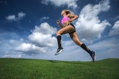 τρέχοντας φίλαθλη γυναίκ&al Στοκ εικόνες με δικαίωμα ελεύθερης χρήσης