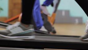 τρέχοντας treadmill γυναίκα φιλμ μικρού μήκους