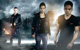 Τρία άτομα μόδας που φορούν τα σακάκια δέρματος Στοκ Εικόνα