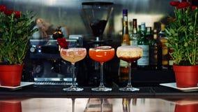 Τρία έξοχα κοκτέιλ στο φραγμό Στοκ Φωτογραφίες