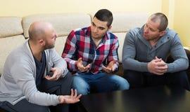 Τρία αρσενικά στο σπίτι Στοκ Εικόνες