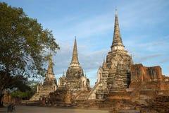 Τρία αρχαία stupas του βουδιστικού ναού του Si Sanphet Wat Phra σε ένα νεφελώδες πρωί ayutthaya Ταϊλάνδη Στοκ φωτογραφία με δικαίωμα ελεύθερης χρήσης