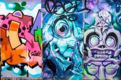 Τρία αφηρημένα έργα ζωγραφικής γκράφιτι, πάροδος τούβλου, Λονδίνο Στοκ Φωτογραφίες