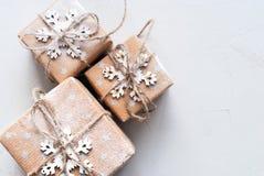 Τρία εορταστικό διακοσμημένο κιβώτια Snowflake σκοινί λινού Στοκ Εικόνα