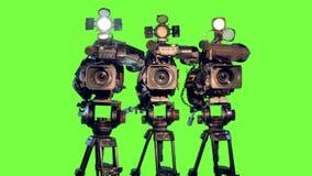 Τρία επαγγελματικά camcoders βιντεοκάμερων στα τρίποδα φιλμ μικρού μήκους