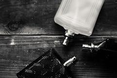 Τρία επανδρώνουν το μπουκάλι αρώματος Στοκ Φωτογραφία