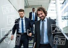Τρία επιχειρησιακά άτομα που περπατούν κάτω από τα σκαλοπάτια με την άσπρη επιχείρηση doodles Στοκ Εικόνες