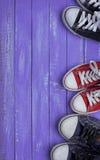 Τρία ζευγάρια των πάνινων παπουτσιών στοκ εικόνα με δικαίωμα ελεύθερης χρήσης