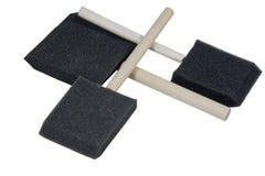Τρία διασχισμένα ξύλινα αντιμετωπισμένα Applicators σφουγγαριών Στοκ εικόνες με δικαίωμα ελεύθερης χρήσης