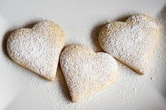 Τρία καρδιά-διαμορφωμένα μπισκότα Στοκ Φωτογραφία