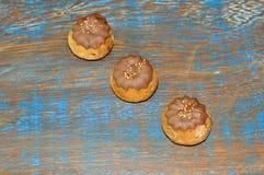 Τρία καλυμμένα σοκολάτα κέικ Στοκ εικόνες με δικαίωμα ελεύθερης χρήσης
