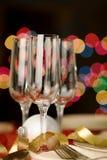 Τρία κενά γυαλιά κρασιού με το θέμα Χριστουγέννων Στοκ εικόνες με δικαίωμα ελεύθερης χρήσης