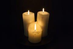 Τρία κεριά με τα φω'τα στοκ εικόνες