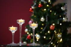Τρία κεριά που καίνε στα κηροπήγια Στοκ φωτογραφία με δικαίωμα ελεύθερης χρήσης