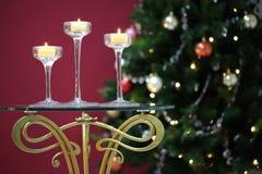 Τρία κεριά που καίνε στα κηροπήγια Στοκ φωτογραφίες με δικαίωμα ελεύθερης χρήσης