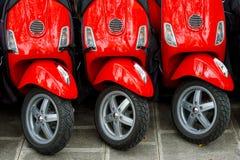 Τρία κόκκινα μηχανικά δίκυκλα στοκ φωτογραφίες