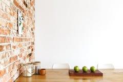 Τρία μήλα στον πίνακα Στοκ Φωτογραφίες