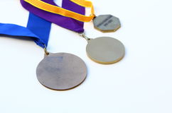 τρία μετάλλια βραβείων που απομονώνονται Στοκ εικόνα με δικαίωμα ελεύθερης χρήσης