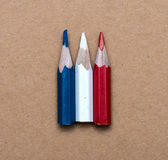 Τρία μικρά χρησιμοποιημένα χρωματισμένα μολύβια Στοκ φωτογραφία με δικαίωμα ελεύθερης χρήσης