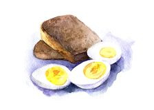 Τρία μισά βρασμένα αυγά με κίτρινους λέκιθους και δύο φέτες του μαύρου ψωμιού Συρμένη χέρι απεικόνιση watercolor, που απομονώνετα Στοκ Φωτογραφία