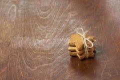 Τρία μπισκότα πιπεροριζών Εύγευστο γλυκό δώρο Στοκ φωτογραφίες με δικαίωμα ελεύθερης χρήσης