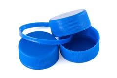 Τρία μπλε πλαστικά καλύμματα μπουκαλιών Στοκ Φωτογραφίες