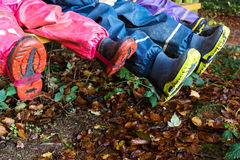 Τρία παιδιά με τις λαστιχένιες μπότες Στοκ εικόνες με δικαίωμα ελεύθερης χρήσης