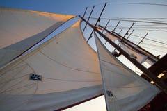 Τρία πανιά του τουρισμού σκαφών ναυσιπλοΐας Στοκ φωτογραφία με δικαίωμα ελεύθερης χρήσης