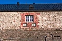 Τρία παράθυρα σε έναν τουβλότοιχο Στοκ φωτογραφία με δικαίωμα ελεύθερης χρήσης