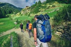 Τρία πεζοπορώ στα ελβετικά βουνά Στοκ Εικόνες