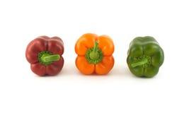 Τρία πιπέρια κουδουνιών χρώματος απομόνωσαν κοντά επάνω Στοκ φωτογραφία με δικαίωμα ελεύθερης χρήσης