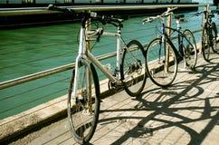 Τρία ποδήλατα από την αποβάθρα του κέντρου του Mason οχυρών Στοκ Φωτογραφία
