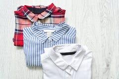 Τρία πουκάμισα άσπρα, ελεγμένα και ριγωτά κολάζ Μοντέρνο con στοκ φωτογραφία