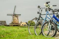 Τρία ποδήλατα με τον ανεμόμυλο Στοκ εικόνα με δικαίωμα ελεύθερης χρήσης