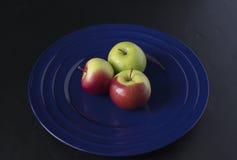 Τρία πράσινα και κόκκινα μήλα καβουριών Στοκ Φωτογραφία