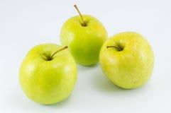 Τρία πράσινα μήλα στο λευκό Στοκ Φωτογραφίες