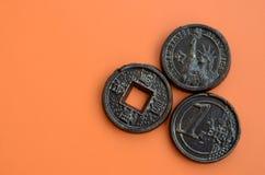 Τρία προϊόντα σοκολάτας υπό μορφή νομίσματος ευρώ, των ΗΠΑ και της Ιαπωνίας Στοκ φωτογραφίες με δικαίωμα ελεύθερης χρήσης