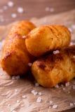 Τρία τηγανισμένα croquettes πατατών με το άλας γύρω Στοκ εικόνα με δικαίωμα ελεύθερης χρήσης