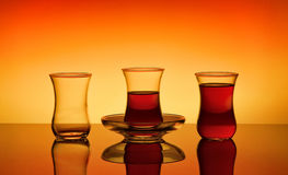 Τρία τουρκικά γυαλιά σε ένα πορτοκαλί υπόβαθρο Στοκ Εικόνες