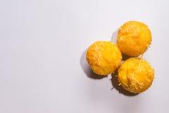 Τρία τυρί γλυκό Cupcake στο άσπρο υπόβαθρο Στοκ εικόνες με δικαίωμα ελεύθερης χρήσης