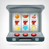 Τρία τυχερά επτά στο αντικείμενο μηχανημάτων τυχερών παιχνιδιών με κέρματα που απομονώνεται Στοκ εικόνα με δικαίωμα ελεύθερης χρήσης