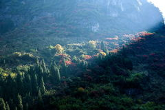 Τρία φαράγγια του φαραγγιού κοιλάδων ποταμών Yangtze μια δέσμη της ηλιοφάνειας Στοκ Φωτογραφίες