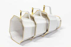 Τρία φλυτζάνια καφέ πορσελάνης που βρίσκονται από τις λαβές επάνω Στοκ φωτογραφίες με δικαίωμα ελεύθερης χρήσης