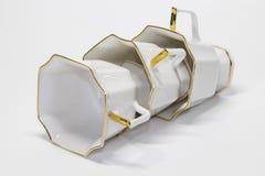 Τρία φλυτζάνια καφέ πορσελάνης που βρίσκονται σε μια σειρά Στοκ Φωτογραφίες