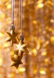 Τρία χρυσά αστέρια σε ένα κίτρινο Στοκ Φωτογραφία