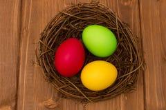 Τρία χρωματισμένα αυγά Στοκ εικόνα με δικαίωμα ελεύθερης χρήσης