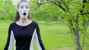 Τρία mimes μιμούνται για να γυρίσουν τη κάμερα απόθεμα βίντεο