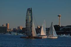 Τρία sailboats φυλή στην ένωση λιμνών Στοκ φωτογραφία με δικαίωμα ελεύθερης χρήσης