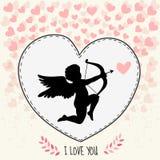 Τρίζοντας κάρτα ημέρας του ευτυχούς βαλεντίνου Το Cupidon στοχεύει στην καρδιά Στοκ Εικόνες